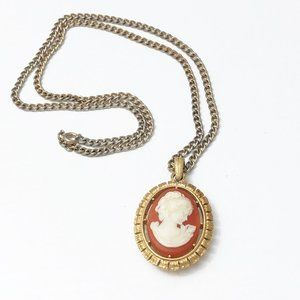 Vintage Avon Cameo Pendant Necklace